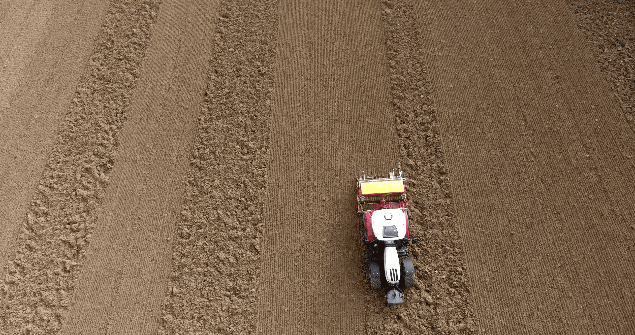 Einsatz von GNSS-Lenksystemen am Feld.